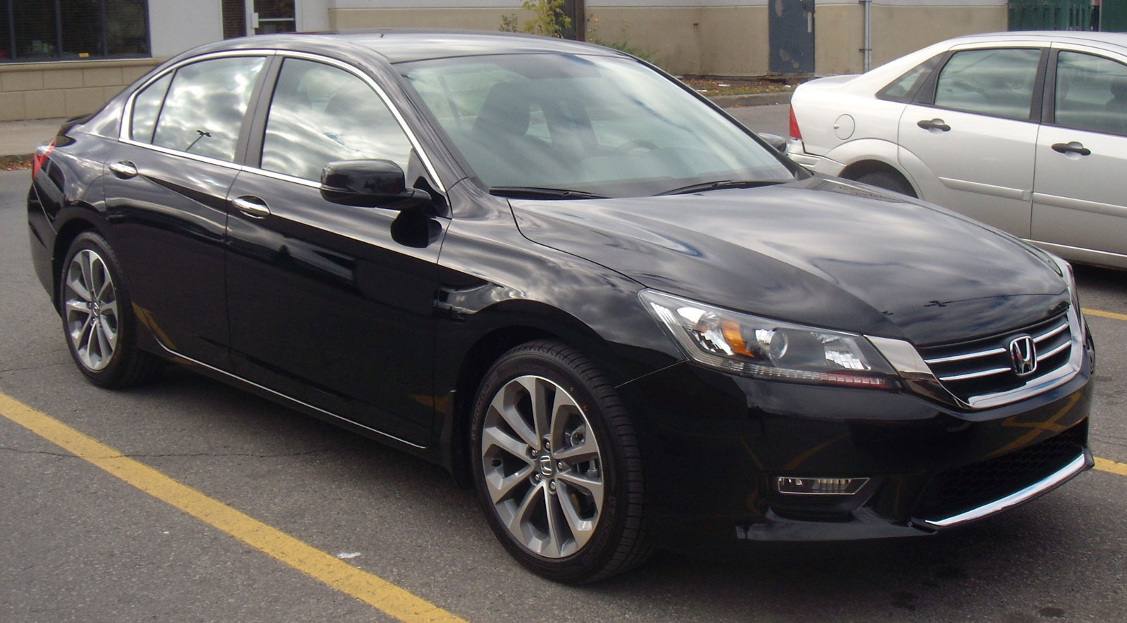 13_Honda_Accord_Sedan-b